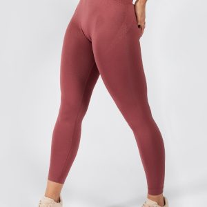 model posing in seamless legging in rouge colour