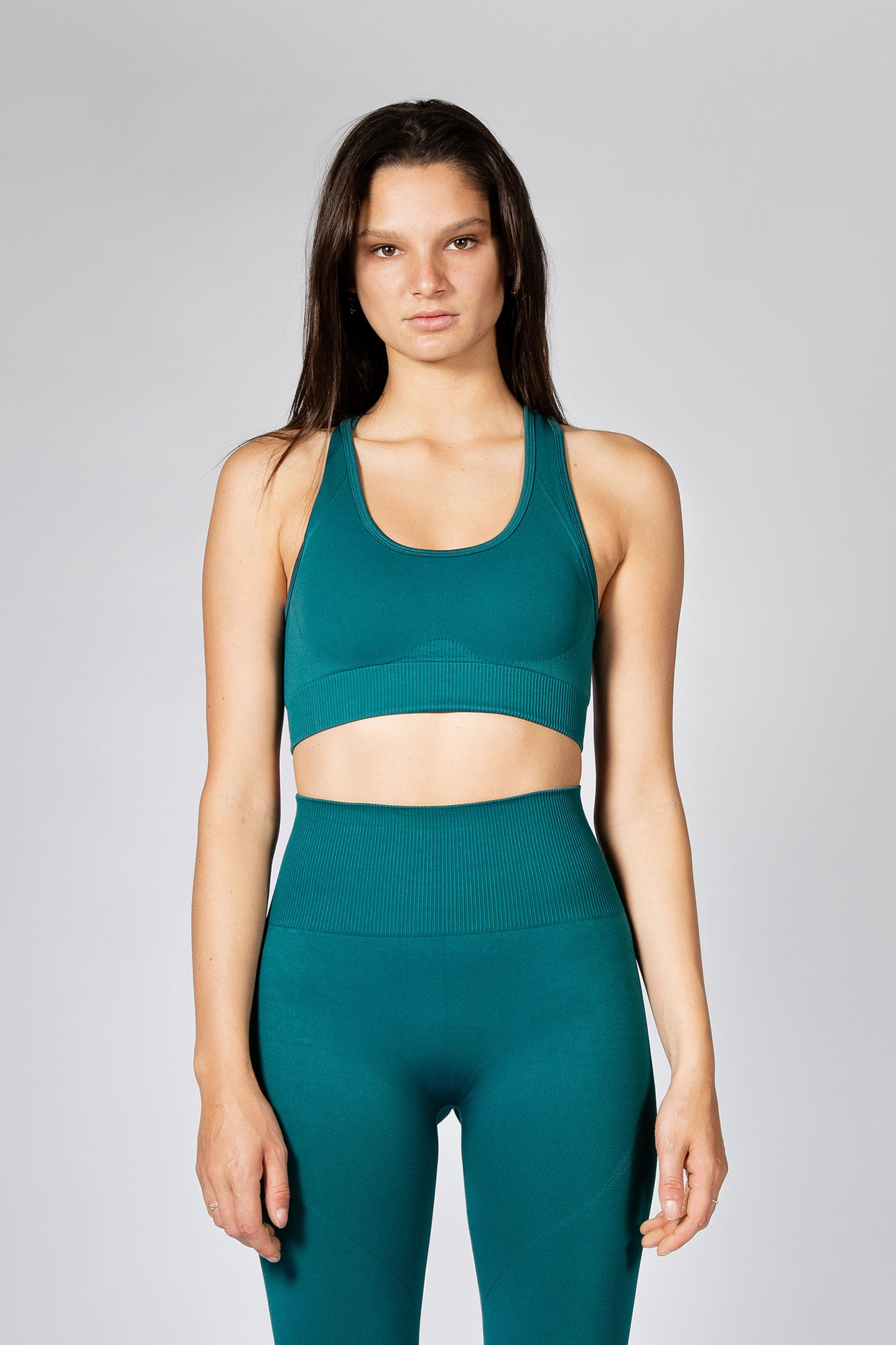 woman wearing seamless sports bra in emerald colour