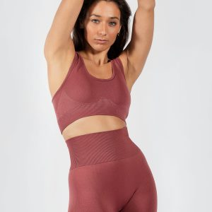 woman wearing sports bra and seamless legging in rouge pink colour