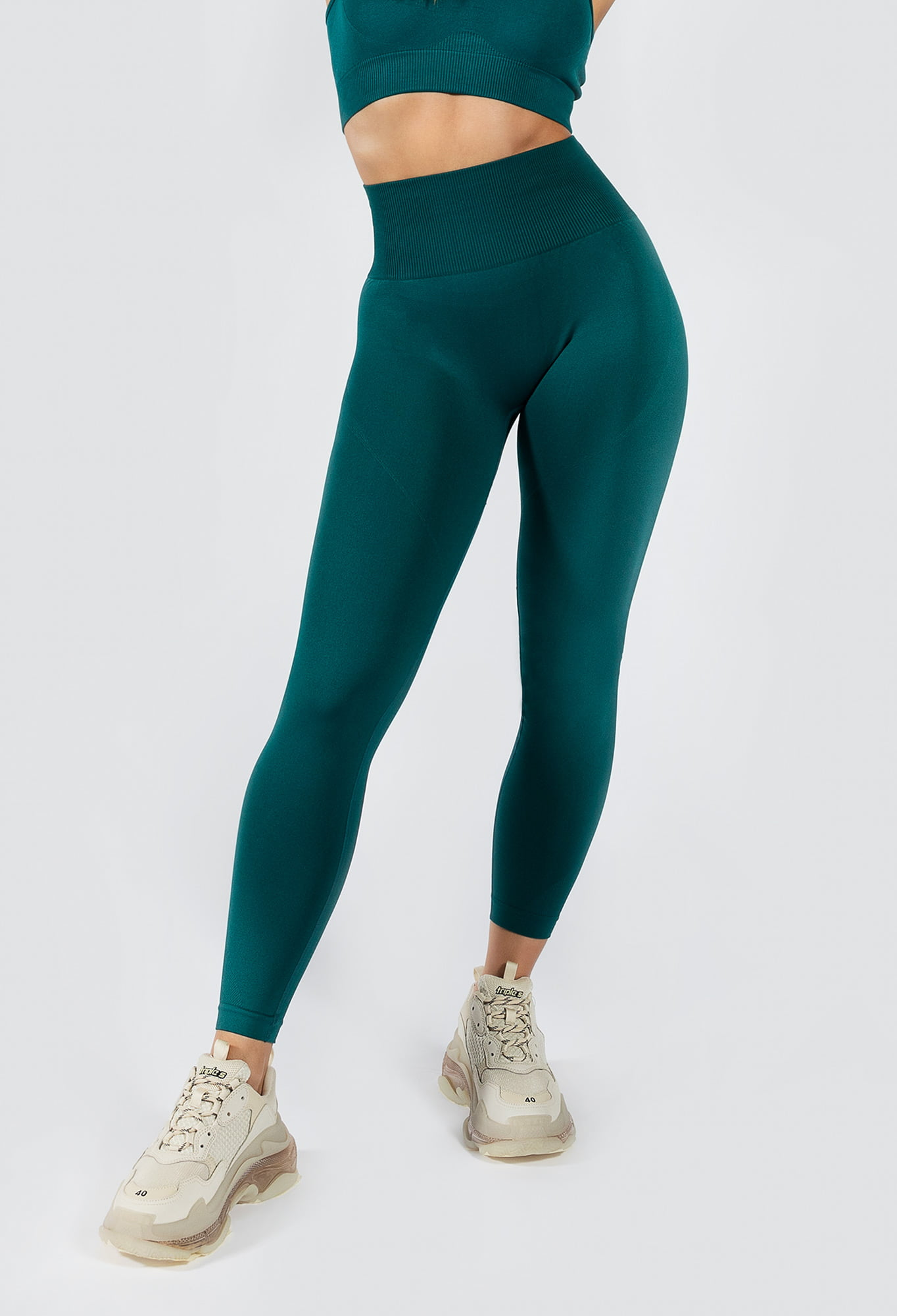 Muki seamless yoga pant in emerald colour