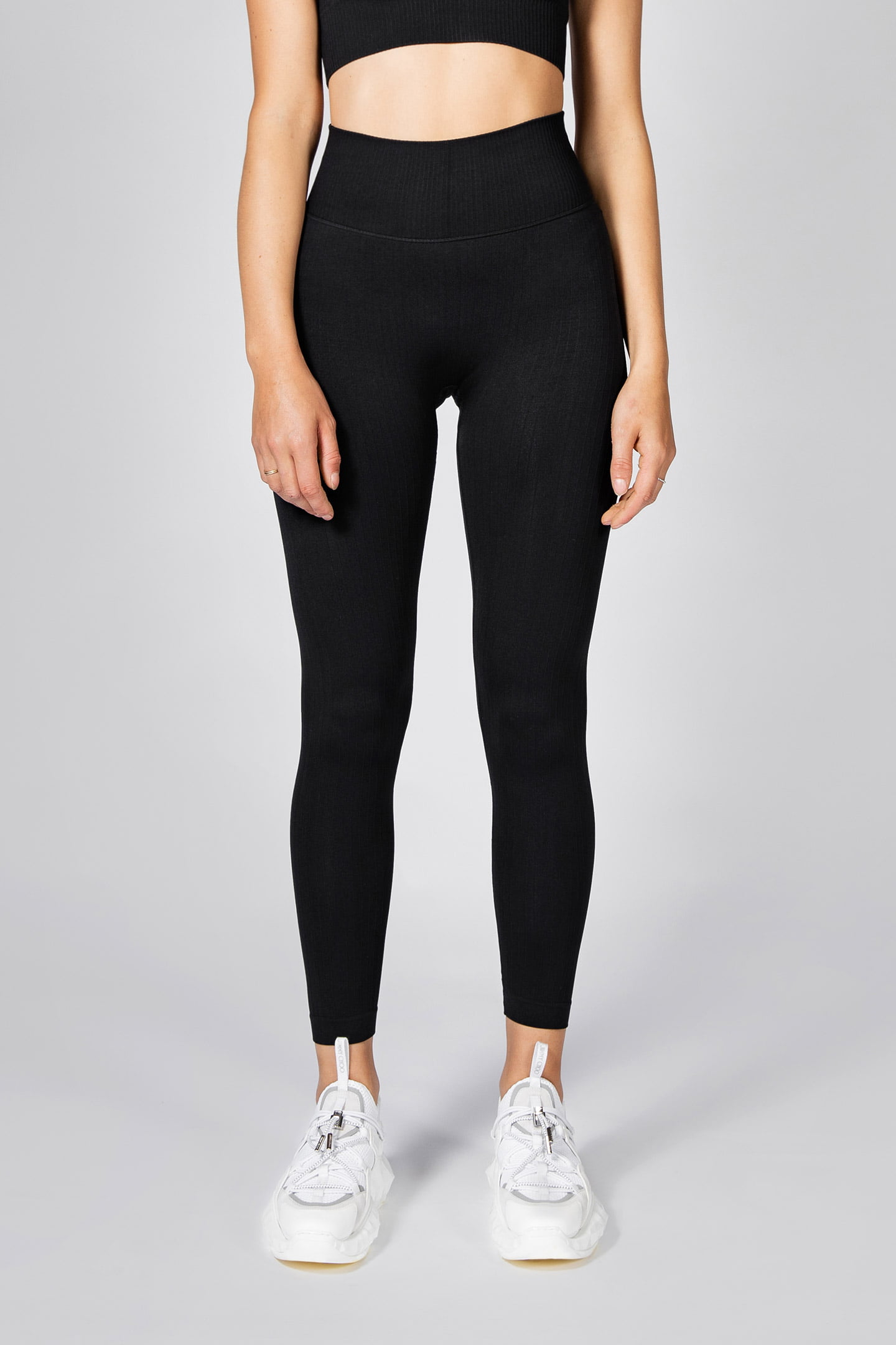 model posing in seamless ribbed legging in black colour