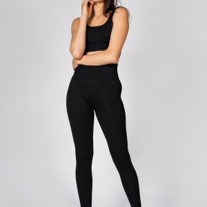 fit girl wearing seamless ribbed workout leggings and seamless sports bra in black colour