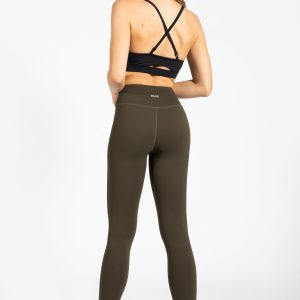 young woman wearing high-wasted gym legging from muki